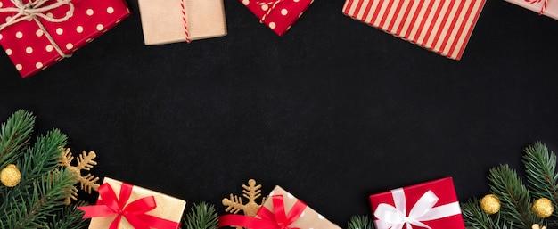Natal e ano novo feriado banner fundo vista superior fronteira design no quadro-negro Foto Premium