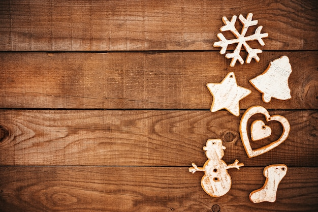 Natal rústico decorativo, ornamento de natal em fundo de madeira. Foto Premium