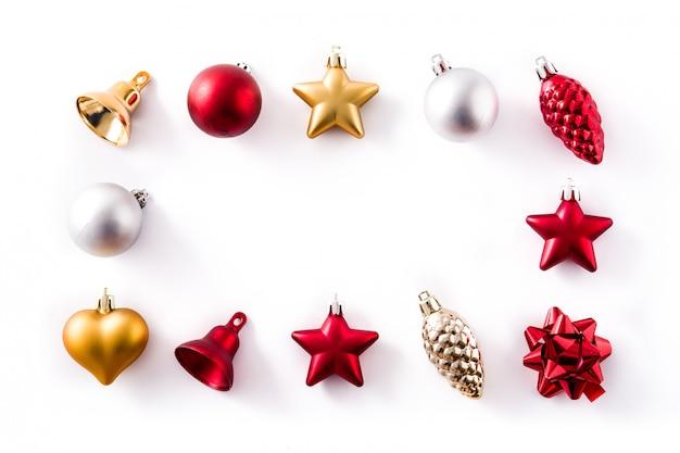 Natal vermelho, prata e ouro decorações isoladas no branco Foto Premium