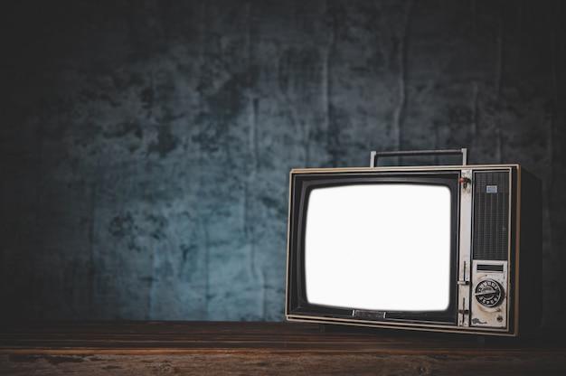 Natureza morta com tv antiga retrô Foto gratuita