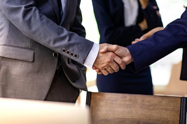 Negócio, aperto mão Foto Premium