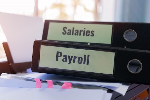 Negócio dos recursos humanos do rh e conceito da contabilidade da contabilidade. pilha de pastas de salários da folha de pagamento Foto Premium