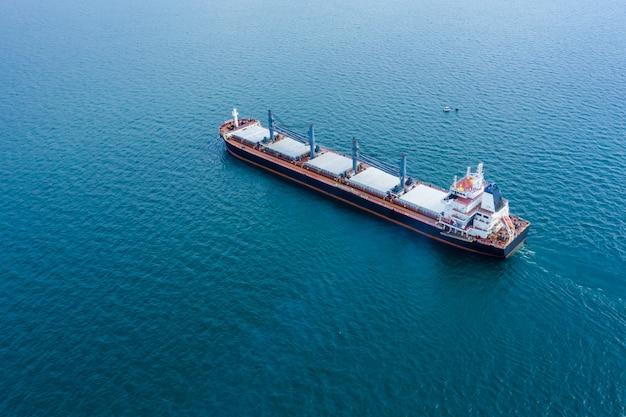 Negócio, transporte, carga, importação, exportação, mar aberto, internacional, susto Foto Premium
