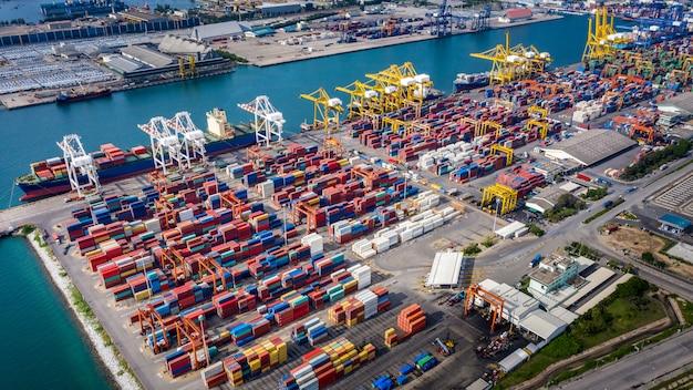 Negócios e logística do grupo da indústria de transporte de contentores de carga importação e exportação internacional oceano susto Foto Premium