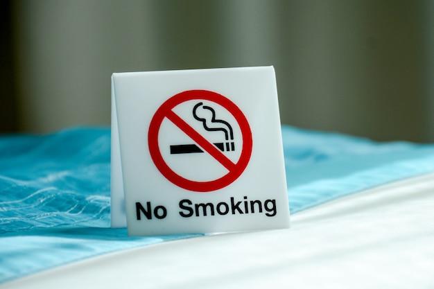 Nenhum sinal de fumar dentro do quarto Foto Premium