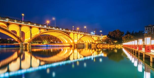 Nightscape da cidade antiga de qingzhou, província de shandong, china Foto Premium