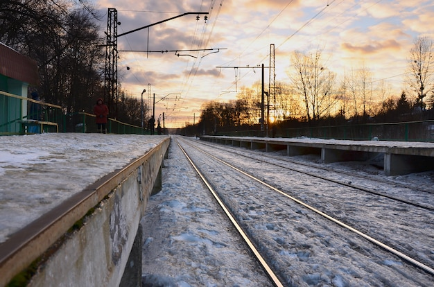Noite, inverno, paisagem, com, a, estação de comboios Foto Premium