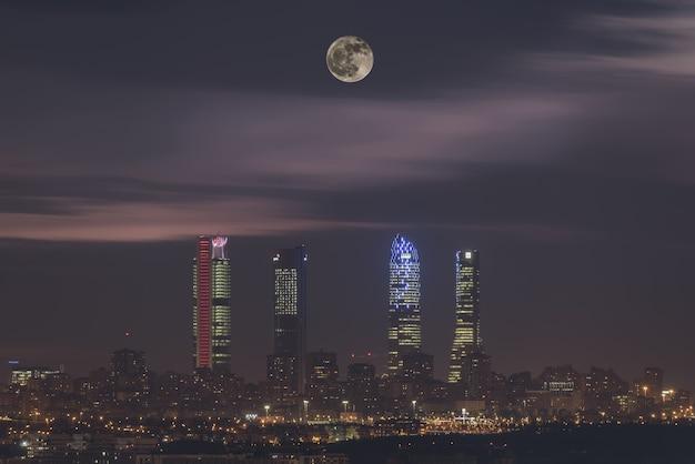Noite na cidade Foto Premium