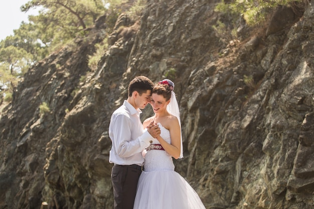 Noiva e noivo no dia do casamento Foto Premium