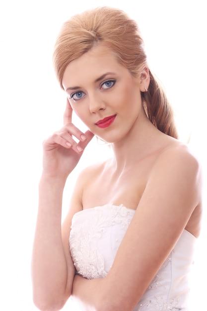 Noiva jovem e bonita Foto gratuita