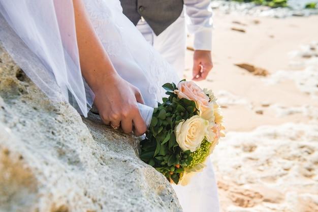 Noiva na praia Foto Premium