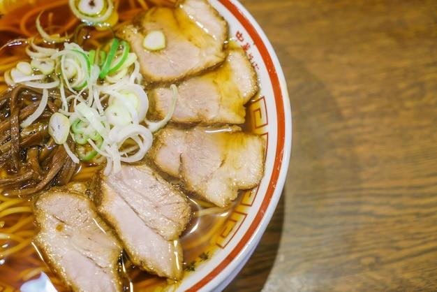 Noodle ramen japonês na tabela Foto gratuita