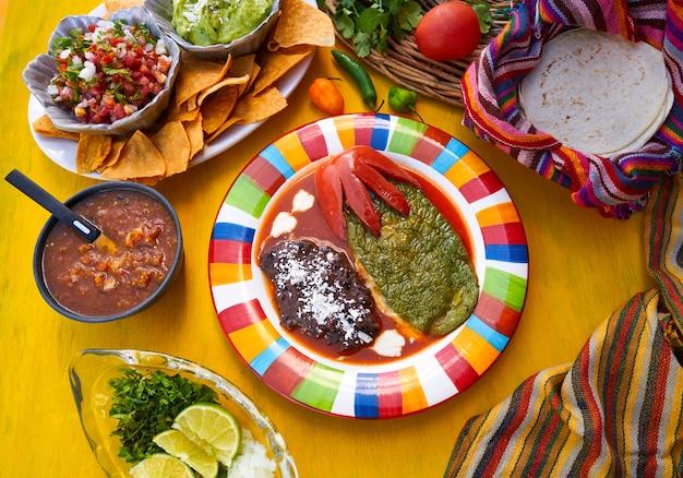 Nopal mexicano recheado receita com molhos Foto Premium
