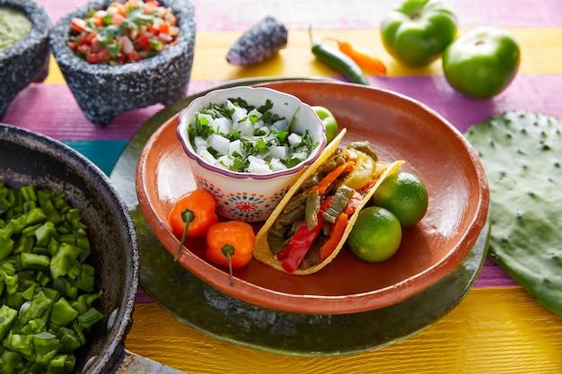 Nopal taco comida mexicana com pimenta Foto Premium