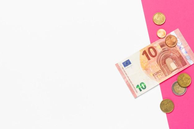 Nota de 10 euros e centavos de euro. lugar para texto. apresentação Foto Premium
