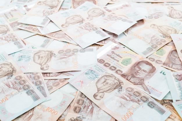 Nota e dinheiro tailandeses Foto gratuita