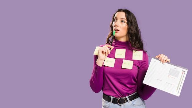 Notas auto-adesivas de close-up com a palavra