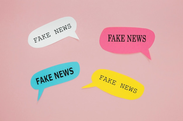 Notícias falsas em balões de fala Foto gratuita