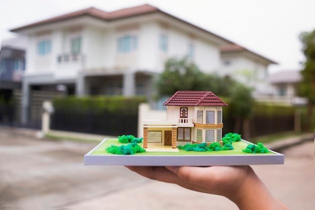 Nova casa modelo casa show e propriedade da agência real Foto Premium