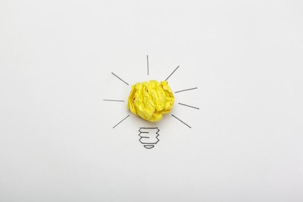 Novo conceito de idéia. bolas de papel amassado colorido Foto Premium