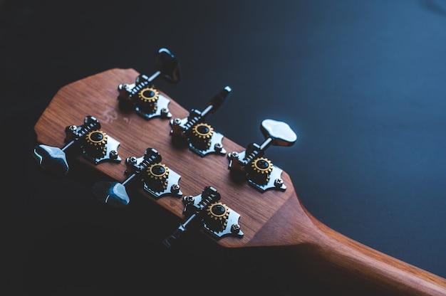 Novos instrumentos musicais de violão de madeira Foto Premium