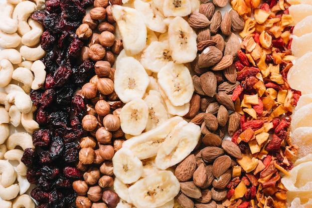 Nozes e frutos secos misturados Foto gratuita