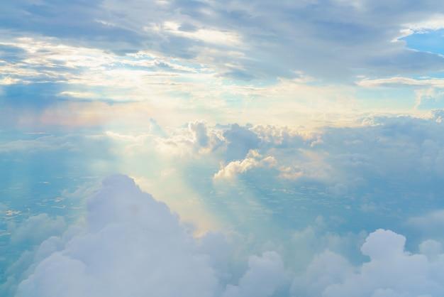Nublado paisagem cumulus neblina Foto gratuita