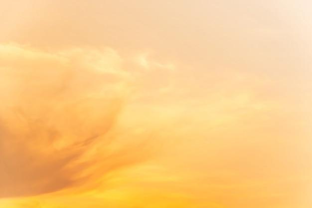 Nublado suave é gradiente pastel, fundo abstrato céu em cor doce. Foto Premium