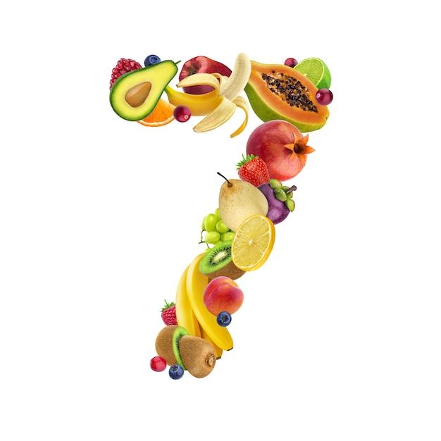 Número sete, feito de diferentes frutas e bagas Foto Premium
