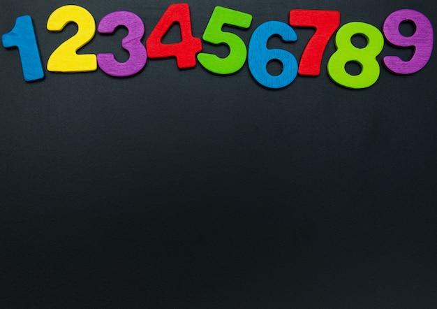 Números de madeira coloridos Foto Premium