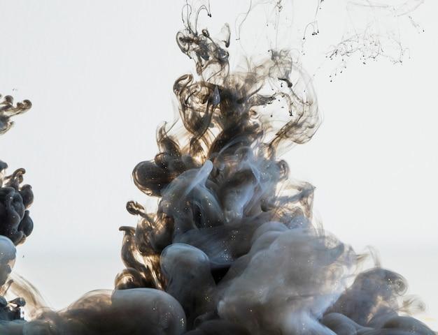 Nuvem de fumo cinzenta densa fluindo Foto Premium