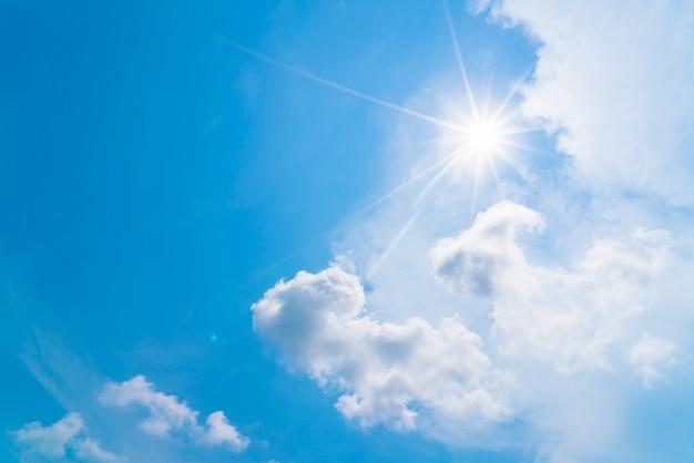 Nuvem no céu azul Foto gratuita