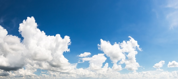 Nuvem no céu azul Foto Premium