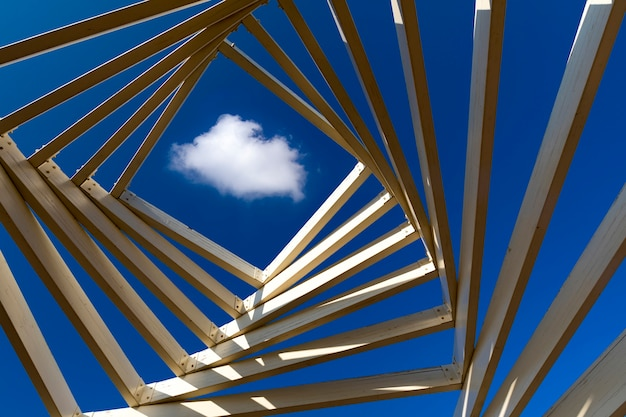 Nuvens com formas abstratas dentro de uma caixa de madeira, conceito abstrato com nuvens Foto Premium