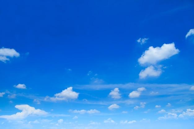 Nuvens no céu Foto gratuita