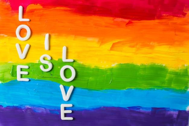 O amor é palavras de amor e cores lgbt Foto gratuita
