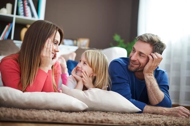 O amor mais forte é o amor dos pais Foto gratuita