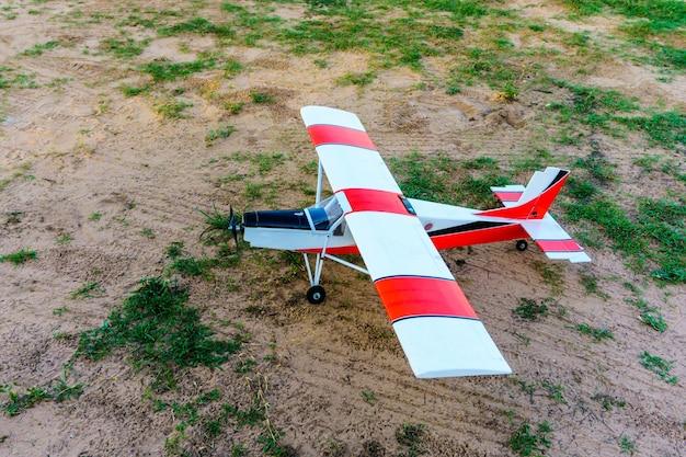O avião para controle remoto via rádio. Foto Premium