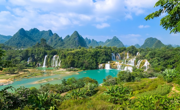 O belo e magnífico detian falls em guangxi, china Foto Premium
