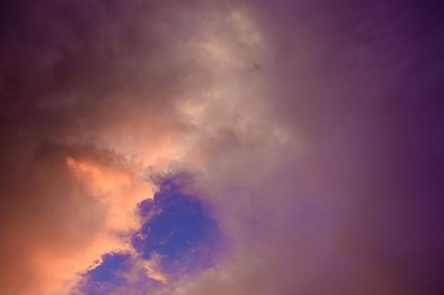 O céu durante a estação chuvosa. Foto Premium
