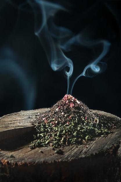 O chá de ervas seco Foto gratuita