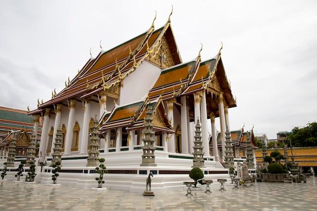 O chuch é um marco bonito e famoso no templo de suthat em bangkok tailândia Foto Premium