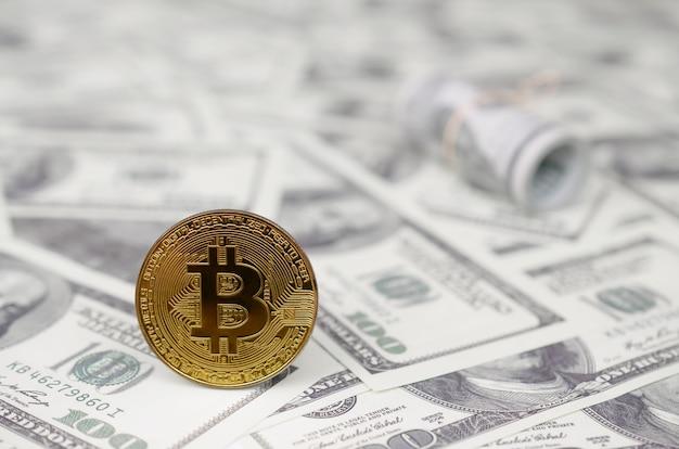 O conceito de investimento razoável e adequado de dinheiro em criptomoeda. ganhos no mercado de criptografia Foto Premium