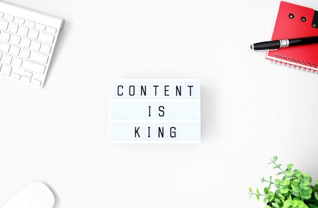 O conteúdo é rei business concept plana leigos, estilo minimalista Foto Premium