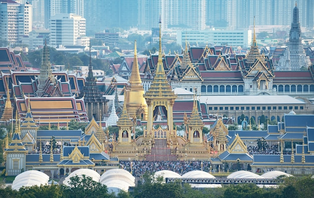 O crematório real para hm rei bhumibol adulyadej em sanam luang. Foto Premium