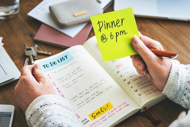 O diário semanal do planejador organiza para fazer o conceito da lista Foto Premium