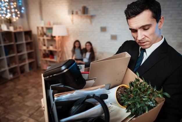 O empresário deixa a família em casa. Foto Premium