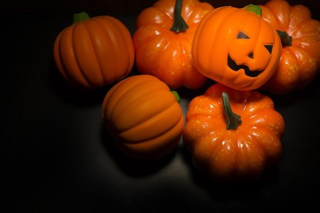 O fundo escuro da imagem do tom do fundo de halloween. Foto Premium
