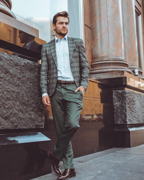O homem de terno Foto gratuita