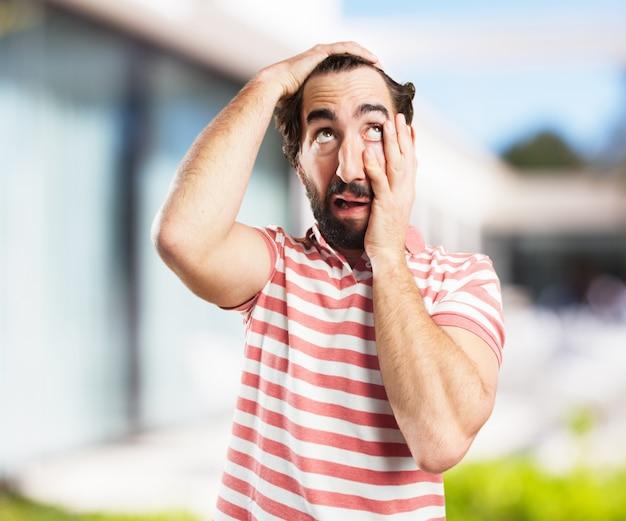 O homem louco novo preocupado Foto gratuita